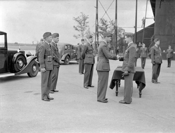 King George VI congratulates Flight Lieutenant Alan Deere of 54 squadron on his award of the Distinguished Flying Cross presented at RAF Hornchurch