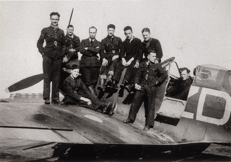 RAF groundcrew from 222 'Natal' Squadron with a Spitfire at RAF Hornchurch