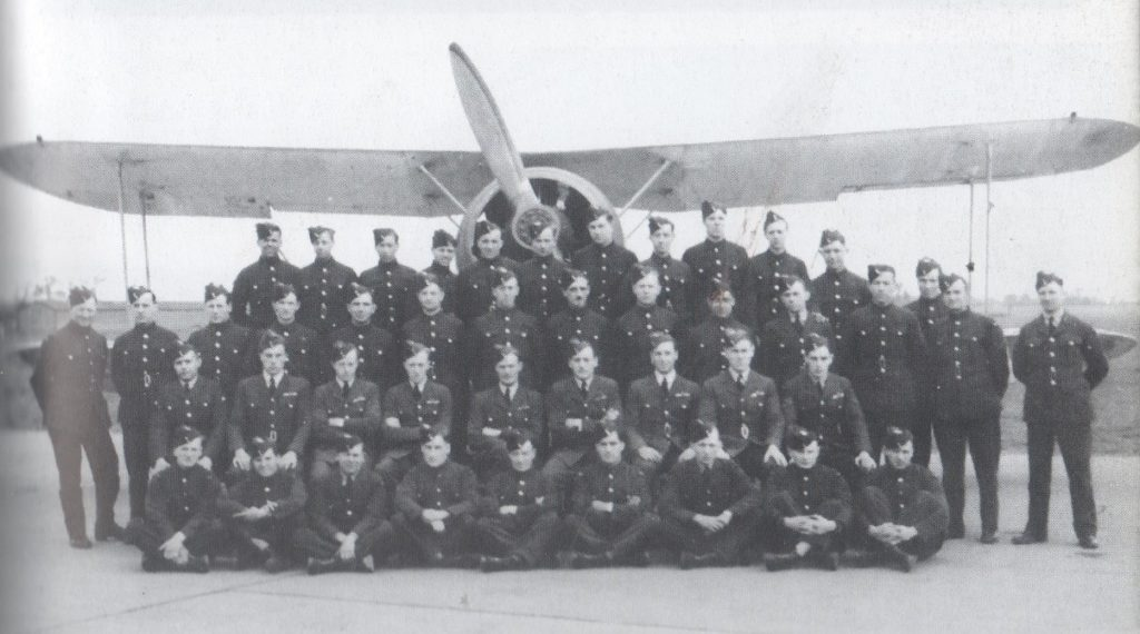 Pilots and ground staff of B' Flight of 65 squadron